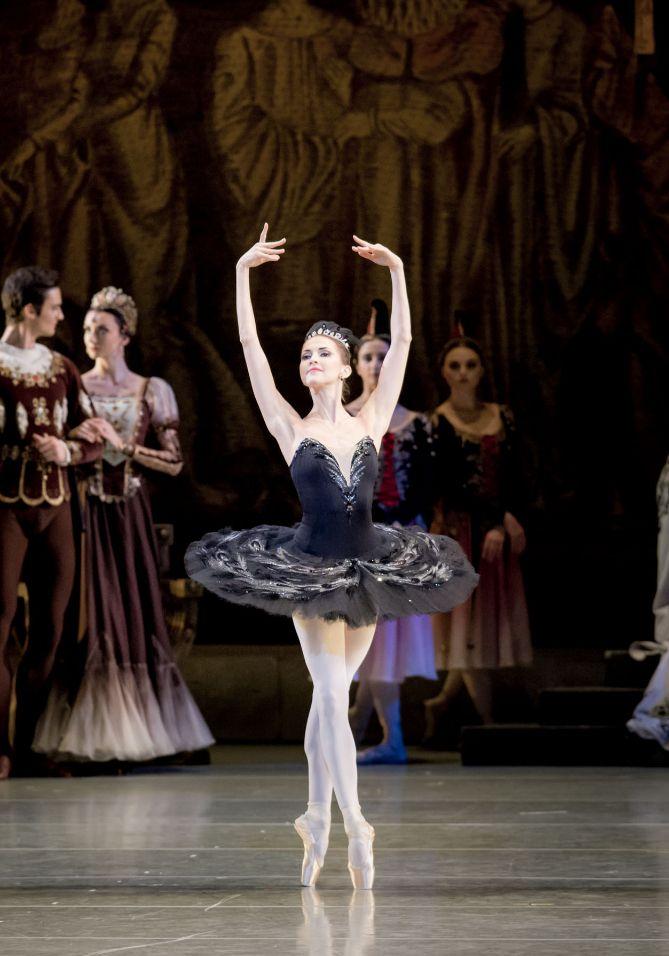 Swan Lake at Mariinsky Theatre with Alina Somova and Danila Korsuntsev