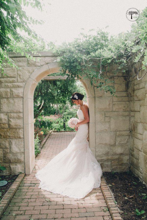 Kansas City Wedding Photographer | Kauffman Gardens wedding photos