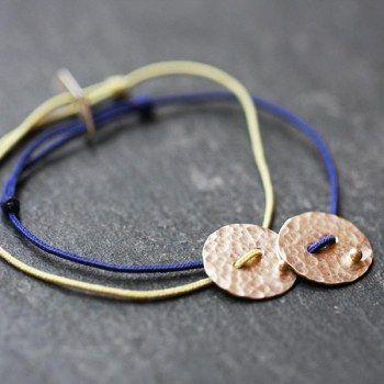 Bracelet disque en argent martelé et pépite soudée de Laurence Oppermann pour l'Atelier des Bijox Créateurs