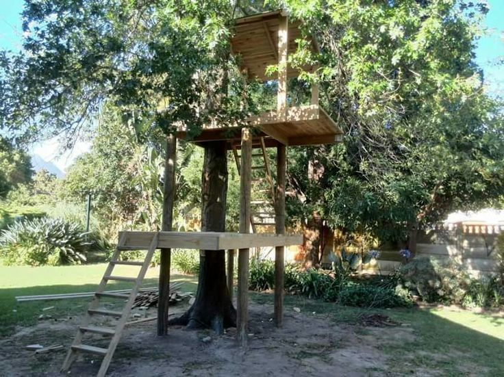 Fabulous tree house! Not quite complete but getting there!
