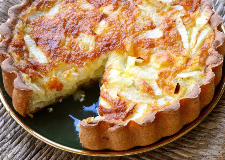 Τάρτα με βάση από ψωμί του τόστ, αυγά, μπέϊκον και τυριά. Μια πανεύκολη συνταγή, για αρχάριους και ένα υπέροχο πρωϊνό ή και πρόχειρο αλλά πεντανόστιμο και χορταστικό γεύμα ή δείπνο της στιγμής. Συνοδεύστε το με