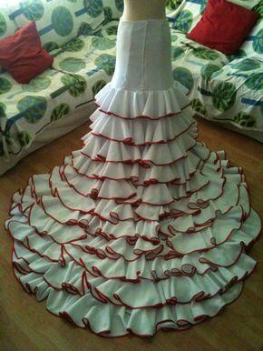 Falda con bata de cola extraible Skirt long tailed removable 250€