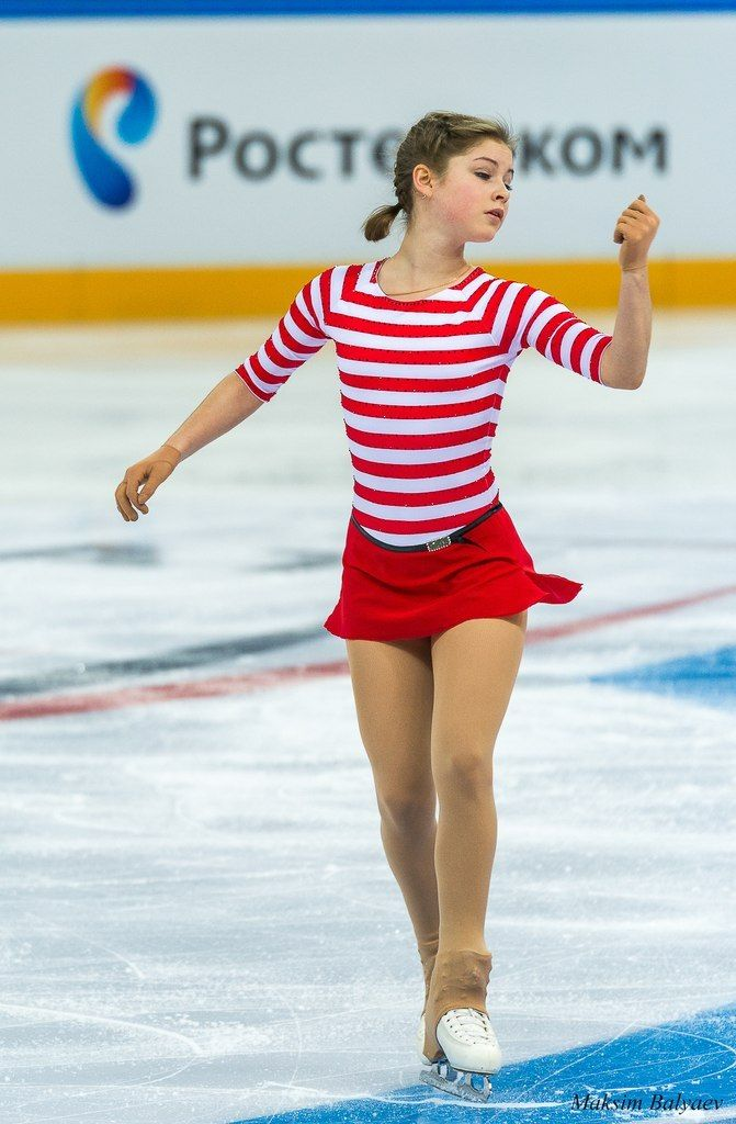 The girl in red coat | Figure Skating | Figure skating dresses, Skating  dresses, Figure skating costumes
