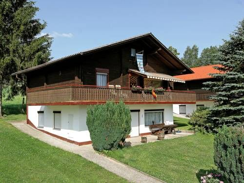 Am Hohen Bogen 2 Arrach Located in Arrach, this apartment is 18 km from Bodenmais. The unit is 25 km from Sankt Englmar.  The kitchen has an oven and there is a private bathroom. A TV is available. Other facilities at Am Hohen Bogen 2 include a children's playground.