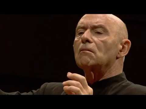 Mahler 1! Christoph conducts with his eyes... its amazing. Klezmer part at around 2:30 always brings tears to my eyes. So haunting!