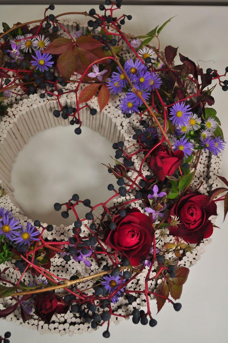 FLOWERS , KWIATY WE FLORYSTYCE. Jesień przeniesiona z ogrodu do domu.