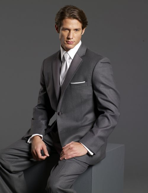 Model jas pria simple elegan dan mewah.  Mau pesan jas bisa menuju lngsung ke toko jas pria online solo http://pulaubatik.com