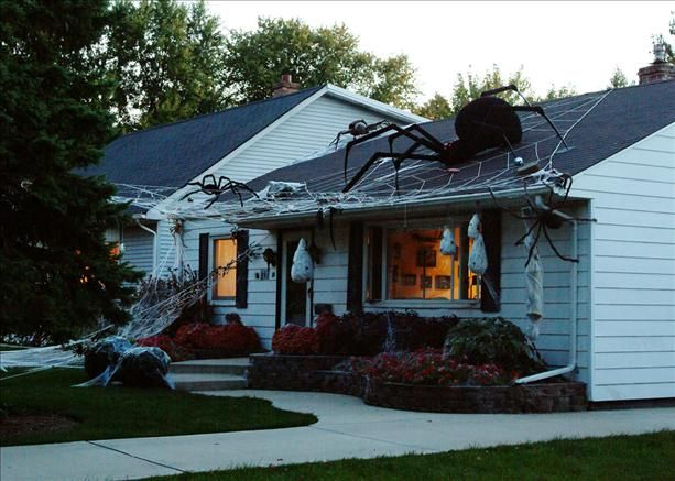 totally awesome i want one on my front porch which a leg dangling down spider decorationshouse decorationshalloween