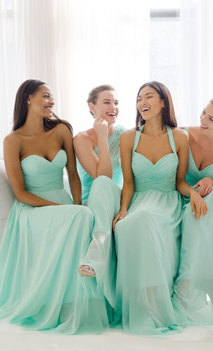El menta es un color que se lleva muy bien para los vestidos de las damas de honor. ¡Lucen espectaculares!