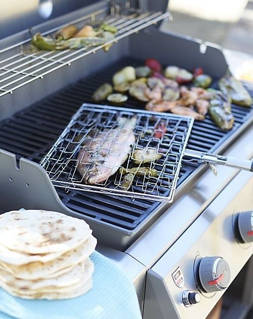 Let the four burners of the Weber ® Genesis II E-410 Smoke Gas Grill take charge of backyard entertaining. Sear steaks on one end, while veggies roast in the middle and chicken grills on the other end. Each component of this exceptional grill was uniquely