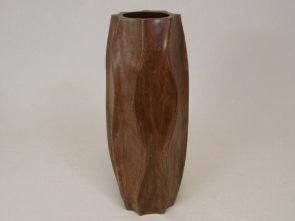 DecoArt24.pl Wazon drewniany 15x38cm - Drewniany wazon o oryginalnym kształcie, w kolorze średniego brązu. Został wykonany z jednego kawałka drewna, dzięki czemu doskonale widoczny jest rysunek słojów. Jest przeznaczony do suchych kompozycji, ale również sam w sobie stanowi doskonałą ozdobę wnętrza. Będzie idealnym dodatkiem, aby urozmaicić i udekorować pomieszczenie. #DecoArt24.pl #sophisticated #wspaniale #exquisite