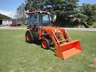 VERY NICE   KUBOTA B3030 4X4 CAB  LOADER TRACTOR ONLY 220 HOURS