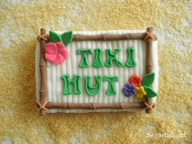 The Partiologist: Beach Week - Tiki Time Cookies!: Hut Cookies, Cookies Ideas, Sugar Cookies, Luau Parties, Summer Cookies, Beaches Theme, Decor Cookies, Cookies Crushes, Get Hut