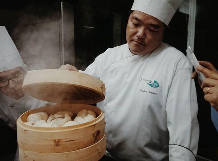 肉まん-Nikuman são bolinhoscozidosde origemchinesa,recheadocom carne de porco e outros ingredientes. Eleé leve e macio e, normalmente, fica em cimade