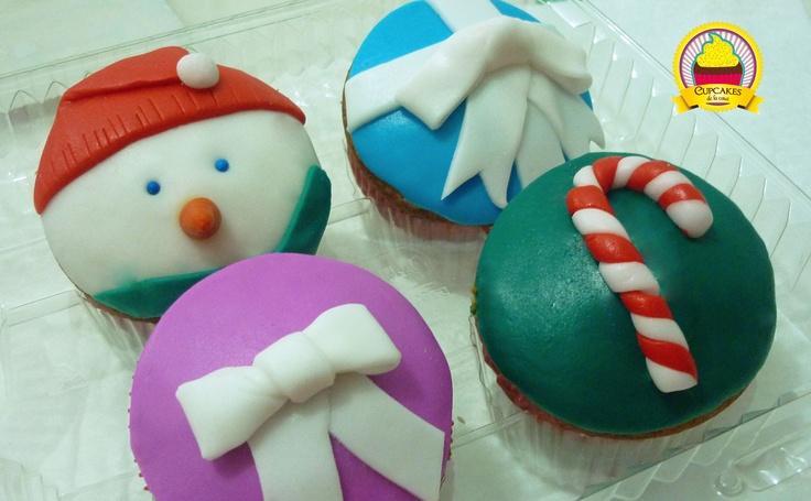 Colección variada de navidad. Cupcakes de sabores variados decorados con fondant. by cupcakes de la casa