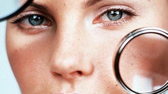 Masalah pori-pori yang besar di wajah membuat wajah tampak kurang enak dilihat, apalagi ketika memak