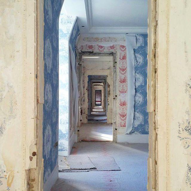 Enfilade de chambres à l Hôtel Le Normandy. #lenormandy #toiledejouy #barriererenov #Normandie #deauville