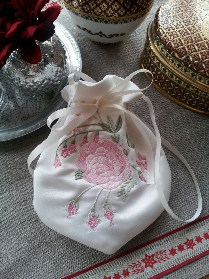 Hand embroidered vintage bag by Beautiful Unique
