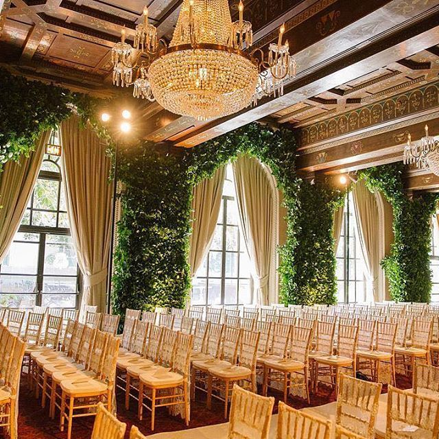 The historic St Regis Washington DC's interiors are a design marvel and Amaryllis Inc. preserved the integrity of the space for this #wedding, while creating an enchanting #floraldesign, covering the walls in dense #greenery. Instagram repost: amaryllisinc | WedLuxe Magazine | #wedding #luxury #weddinginspiration #floral #eventdesign