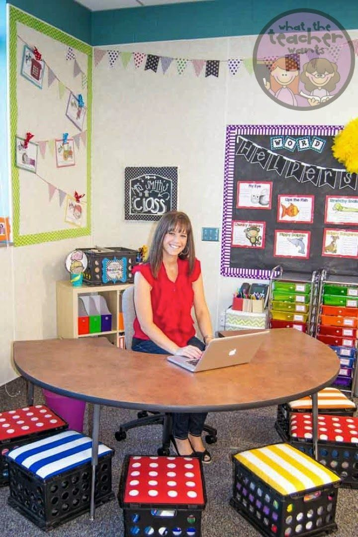 Love this teacher's desk area and classroom! This is an amazing blog teaching friends!