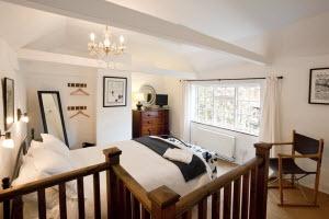 """Number 7 Longport: """"Hidden-away in a beautiful courtyard garden behind a Georgian town house on the edge of Canterbury's historic city centre the cottage at Number 7 Longport provides an oasis of calm away from the busy streets of the city."""""""