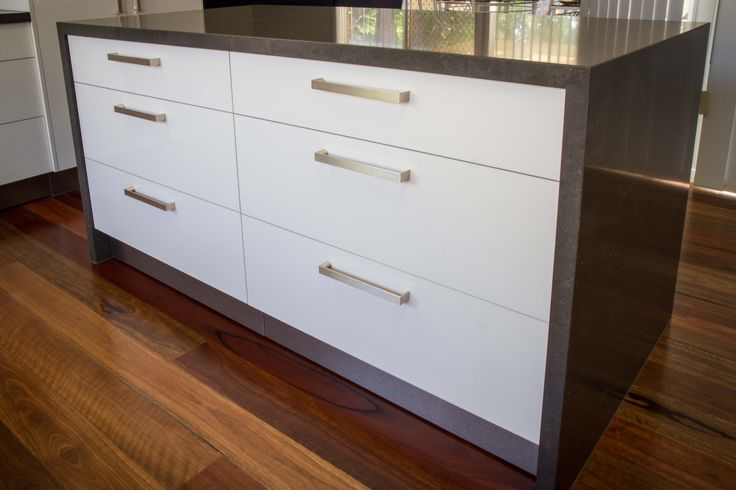 Modern kitchen. Island bench. www.thekitchendesigncentre.com.au