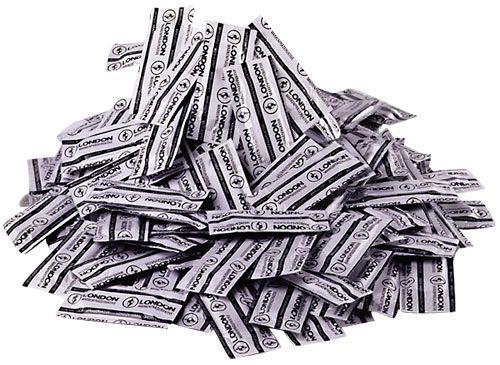 London kondomer - Durex - 100-pak fra London - Sexlegetøj leveret for blot 29 kr. - 4ushop.dk - London transparente kondomer fra producenten Durex, i en stor økonomi pose med 100 stk. Kondomerne er med creme og reservoir. Posen indeholder 100 stk.