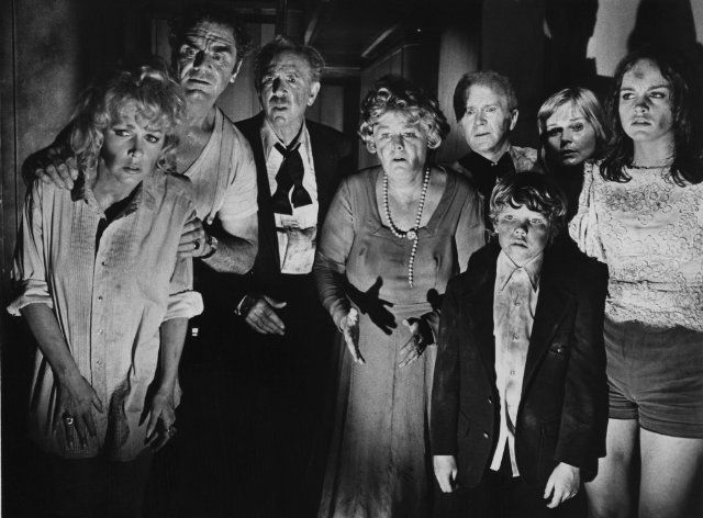 Still of Ernest Borgnine, Red Buttons, Stella Stevens, Shelley Winters, Jack Albertson, Carol Lynley, Pamela Sue Martin and Eric Shea in The Poseidon Adventure