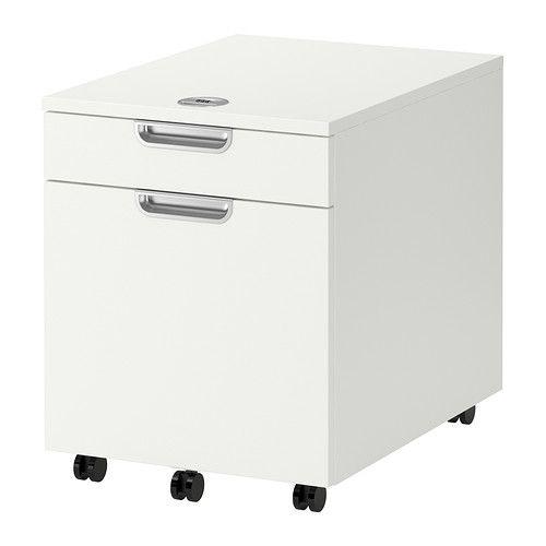 IKEA - GALANT, Caisson à dossiers suspendus, blanc, , Garantie 10 ans gratuite. Détails des conditions disponibles en magasin ou sur internet.Choisissez facilement votre propre code pour ranger en toute sécurité vos documents et accessoires de bureau.Tiroir avec amortisseur intégré pour une fermeture silencieuse, en douceur.Vous pouvez facilement rouler le rangement sous une table pour un encombrement minimal.Grâce à sa finition soignée à l'arrière, cet élément peut se poser partout dans une…