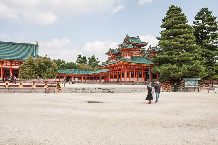 Saturday walk at the Heian Shrine - This photo is published under Creative Commons Attribution-NonCommercial 3.0 license.