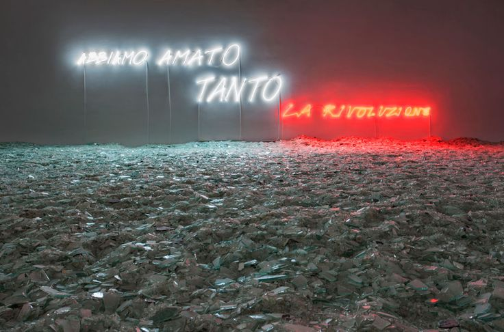 Le parole sono importanti... Allora eccone alcune: http://www.artapartofculture.net/category/le-parole-dellestetica/  Ph: installazione di Alfredo Jaar, We loved it so much, the revolution – Photo A. Rossetti