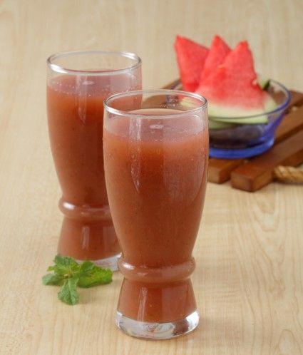 Jus semangka jeruk nipis, warnanya menggoda untuk segera dicicipi. Yuk lihat…