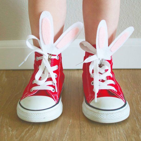 Make these easy and fun little shoe clips for your little one to rock this Easter. These little clips would make great party favors as well!