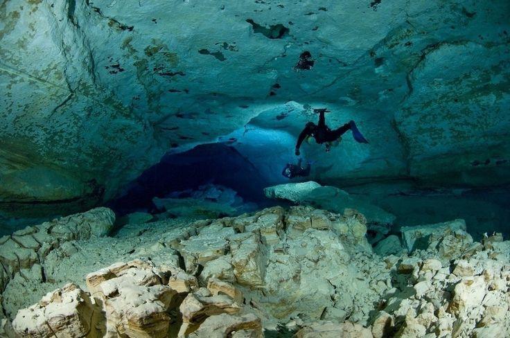 Höhlentauchen in der Nullarbor-Ebene gleicht einem Ausflug ins Weltall