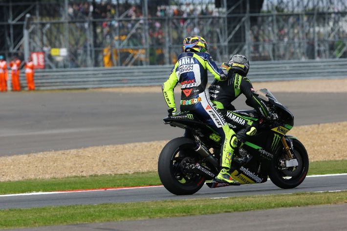 Rossi gets a lift from Crutchlow after running out of fuel, British MotoGP 2013