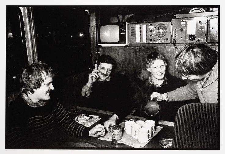 HD 57 Elvira. Koffiedrinken op een rondviskotter, Joost Guntenaar, 1981