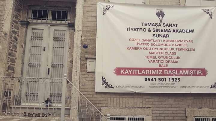 İzmir Göztepe Kilise sokağındayiz