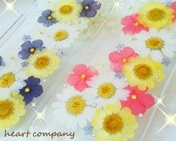 ☆iPhone7,6,6s 押し花ケース 専用ページです☆お好みのお花の色合いの押し花スマホケースに、お好きなロゴを入れて受注制作致します。お花の色合いは、Kiviスマホケースの中からお選びください。ーーーーーーーーーー↓オーダーの際は下記を備考欄にご記入下さい1.iPhoneの機種を記入してください。(iPhone6,6s,7のどれか)2.入れたい文字をローマ字で備考欄にご記入下さい。※基本的には初めの文字が大文字、後の文字が小文字で制作しています。3.入れる場所と大きさを指定してください。例:小さく右下に、や大きく真ん中に、など4.写真2枚目をご覧いただき、書体①か②どちらかをお選びください。5.お花の色合いを指定してください。※オーダーの際は事前にLineを頂けるとありがたいです。◯LINEID/…