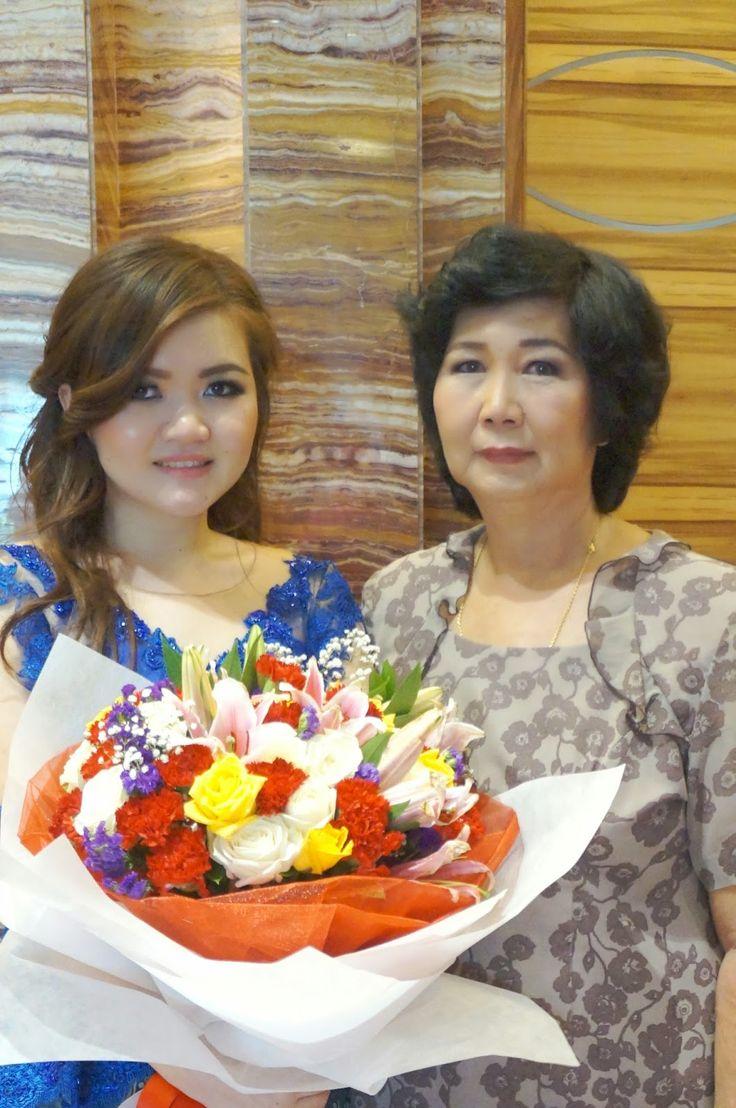 Graduation Day! Happy me :D Hi mother! #graduation #graduationceremony #motheranddaughter #parents #momandme