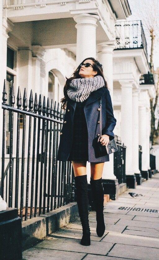 Winter style. Big scarf. Black coat.