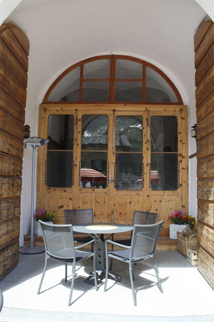 Un posto parato, Albergo della Posta, Montespluga A unique spot in the middle of the Alps http://www.amenityadvisor.com/wp/albergo-della-posta/