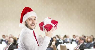 Ideas de temas para la fiesta de Navidad de la oficina | eHow en Español
