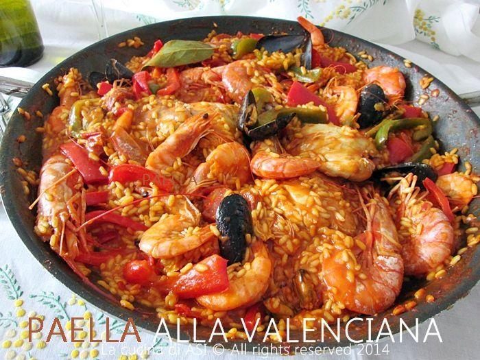 La paella alla valenciana è un piatto unico con pesce e carne davvero buonissimo che facevo sempre nella mia piccola trattoria anni fa