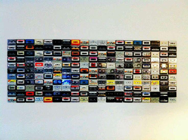 Oldskool cassettebandjes in het interieur van het Spotify kantoor   roomed.nl