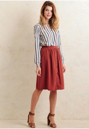 This chic skirt is perfect for a variety of occasions including a day at the office or a weekend dinner party.