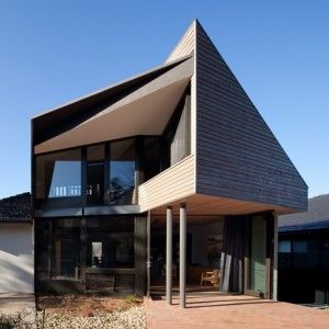 """Bent Architecture's wooden extension screens a Melbourne home from neighbouring """"McMansion"""""""