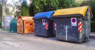 """Los residuos sólidos urbanos y su reciclaje. Campaña de Sensibilización - Experiencia realizada en el I.E.S. """"Alto Almanzora"""" de Tíjola en el curso escolar 2003-2004, con el alumnado de 4 de E.S.O. de Biología y Geología, que tenía como principal objetivo medioambiental: Sensibilizar al alumnado y a la población de sus localidades de origen, sobre la importancia de la separación de los residuos sólidos urbanos, para facilitar su recogida selectiva en ellas."""