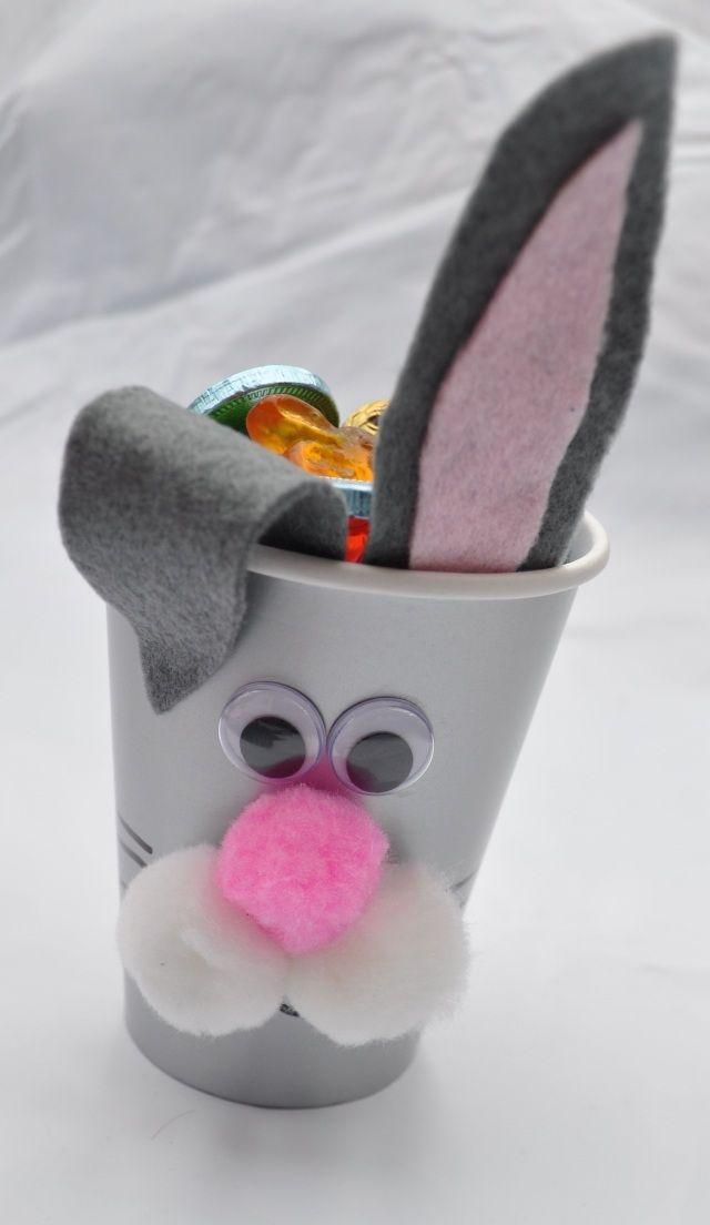bricolage pour enfant avec gobelets | Réalisez vos corbeilles à œufs de Pâques à l`aide de gobelets en ...