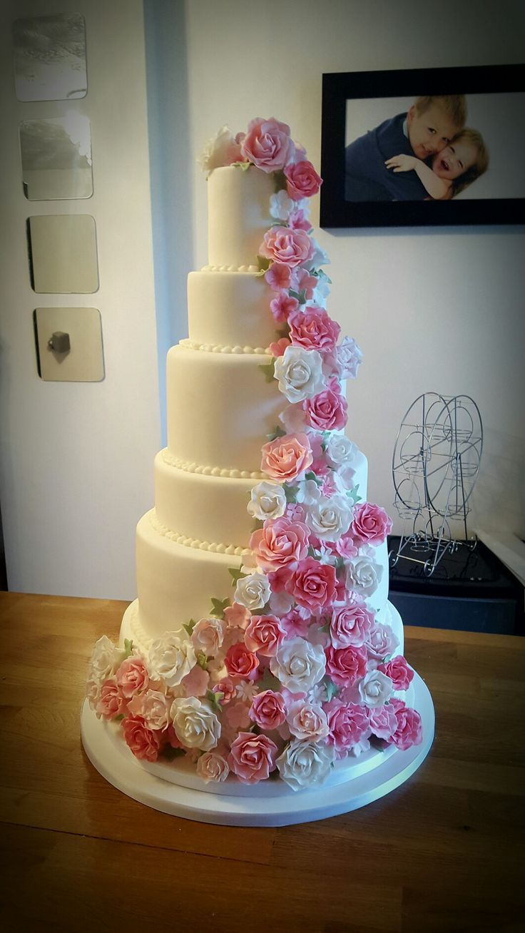 7 layer wedding cake 7 tier wedding cake with sugarpaste flowers taylormade 10502