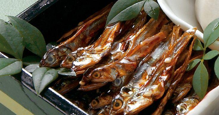 おせちの定番の田作り。甘辛く煮たかたくち鰯の小魚(ごまめ)の田作りは、祝い肴のうちの1品。五穀豊穣を願って食べましょう。